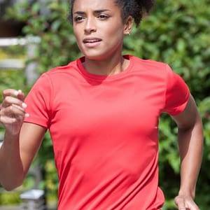 tshirt-cool-t-femme-rouge-porte
