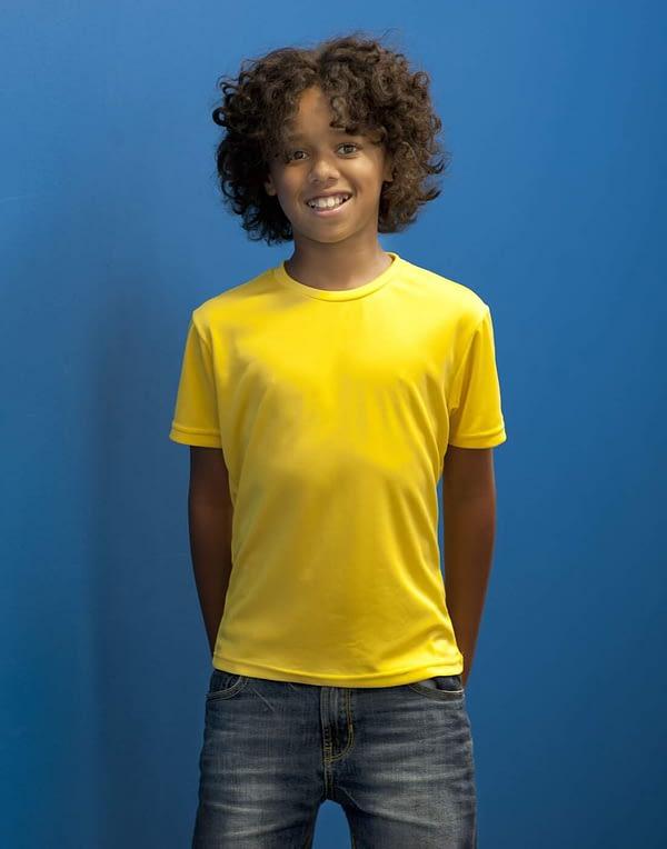 t-shirt-respirant-enfant-jaune-porte